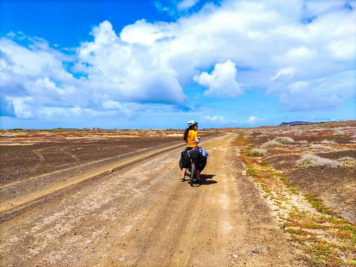 Lee más sobre el artículo Viajando por Lanzarote en bicicleta, el primer día de un viaje inolvidable (parte 1)