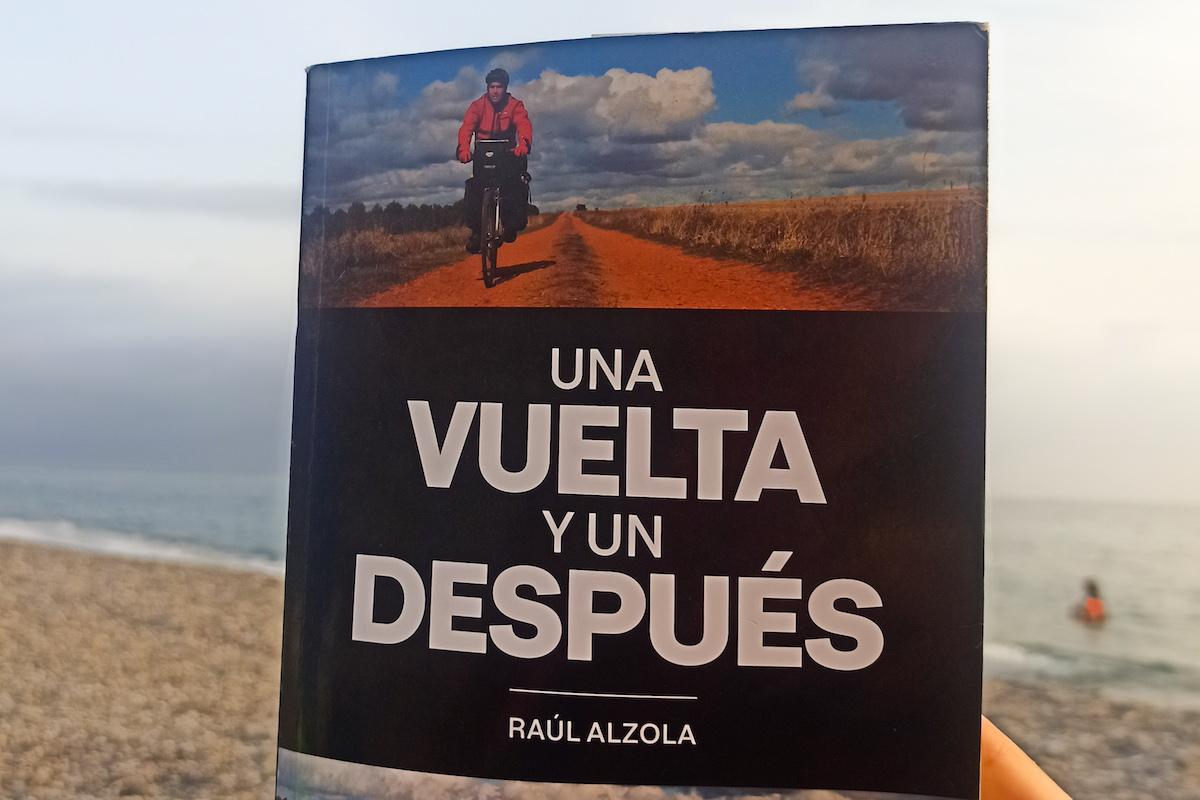 Lee más sobre el artículo 'Una vuelta y un después', el libro que hará que quieras viajar en bicicleta
